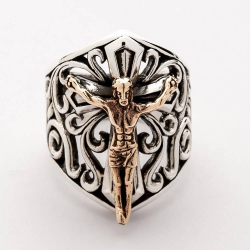 Кольцо с золотым Иисусом