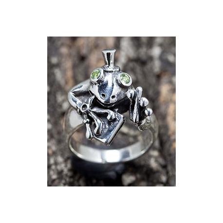 """Серебряное кольцо """"Лягушка"""" с перидотом"""