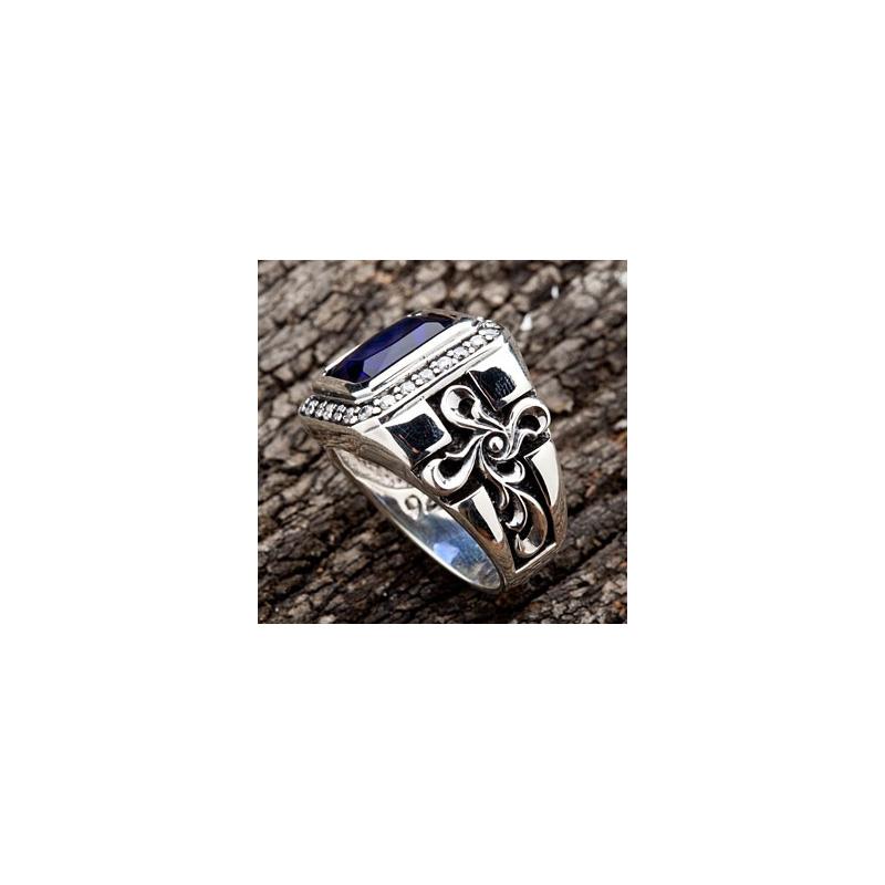 Кольцо с сапфиром и крестами - MensSilver.ru