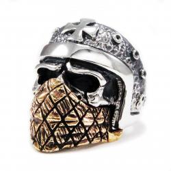 Череп в шлеме и бандане