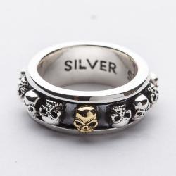 Круглое кольцо с вращающимися черепами