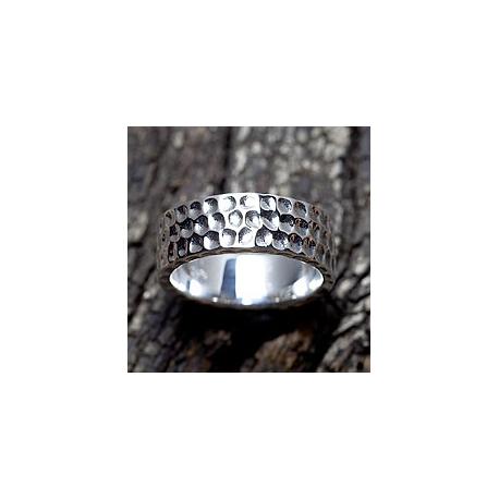 Мужское кольцо с вмятинами