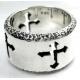 Круглое кольцо с крестами