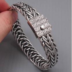 Широкий плетенный браслет