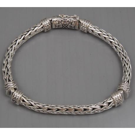 Плетенный браслет со вставками