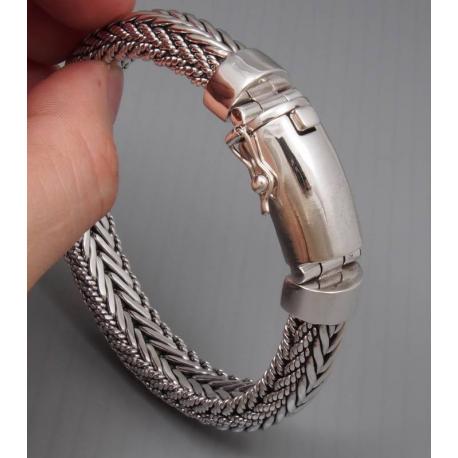 Тяжелый плетенный браслет